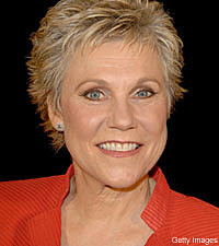 Anne Murray Boasts Big Guests on New Christmas CD
