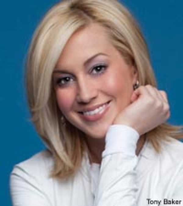Kellie Pickler Channels Lorrie Morgan With New Do