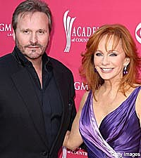 Reba mcentire keeps on relating to songs and fans for Who is reba mcentire married to now