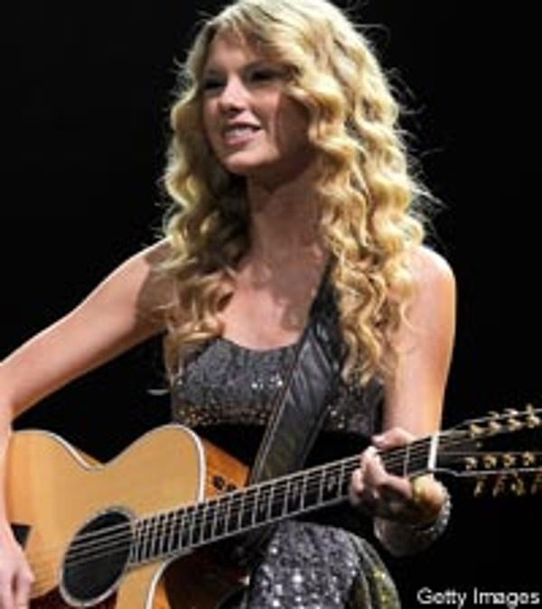 Taylor Swift Creates Signature Guitar