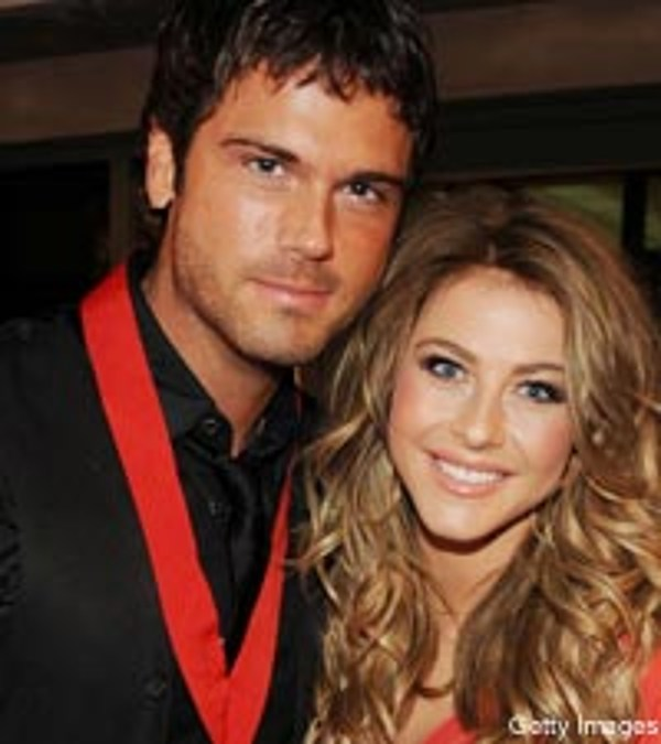 is julianne hough still dating chuck wicks
