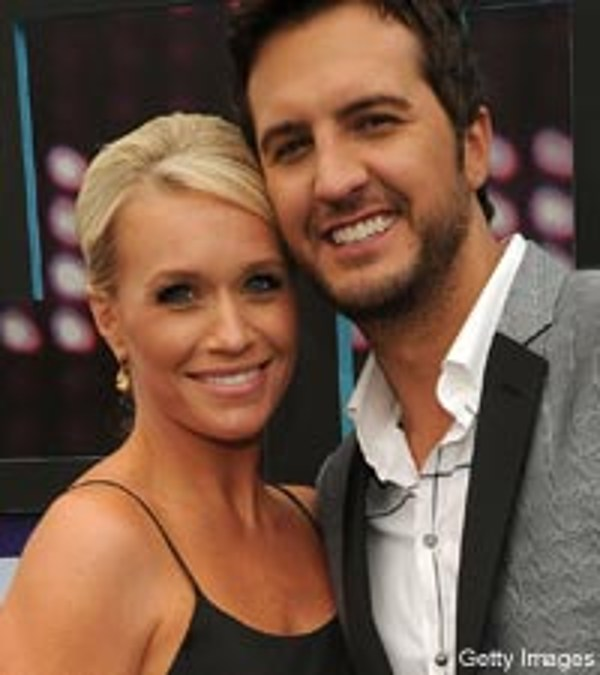 Luke bryan is counting down to baby no 2 for How did luke bryan s sister and brother die