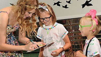 Taylor Swift Signs Autographs for 15 Hours at CMA Music Fest