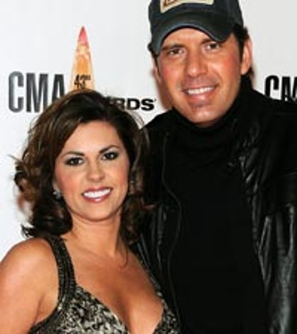 Rodney atkins casts wife in hot video for farmer s daughter