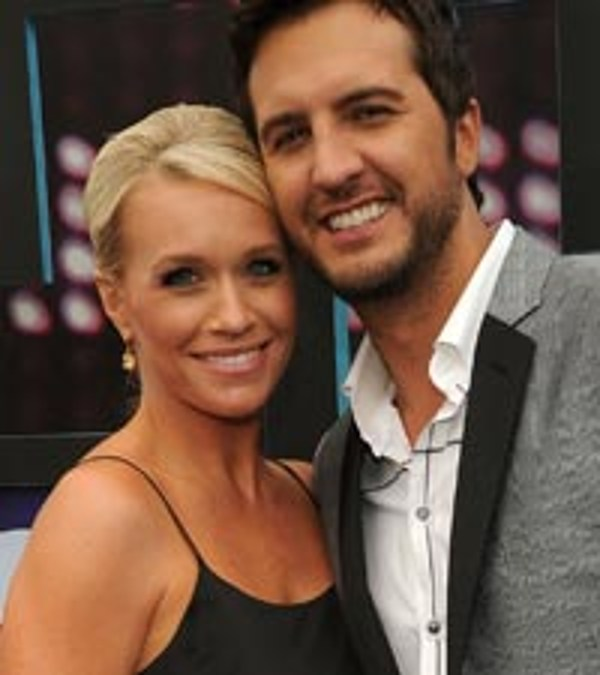 luke bryan and wife caroline welcome baby tate
