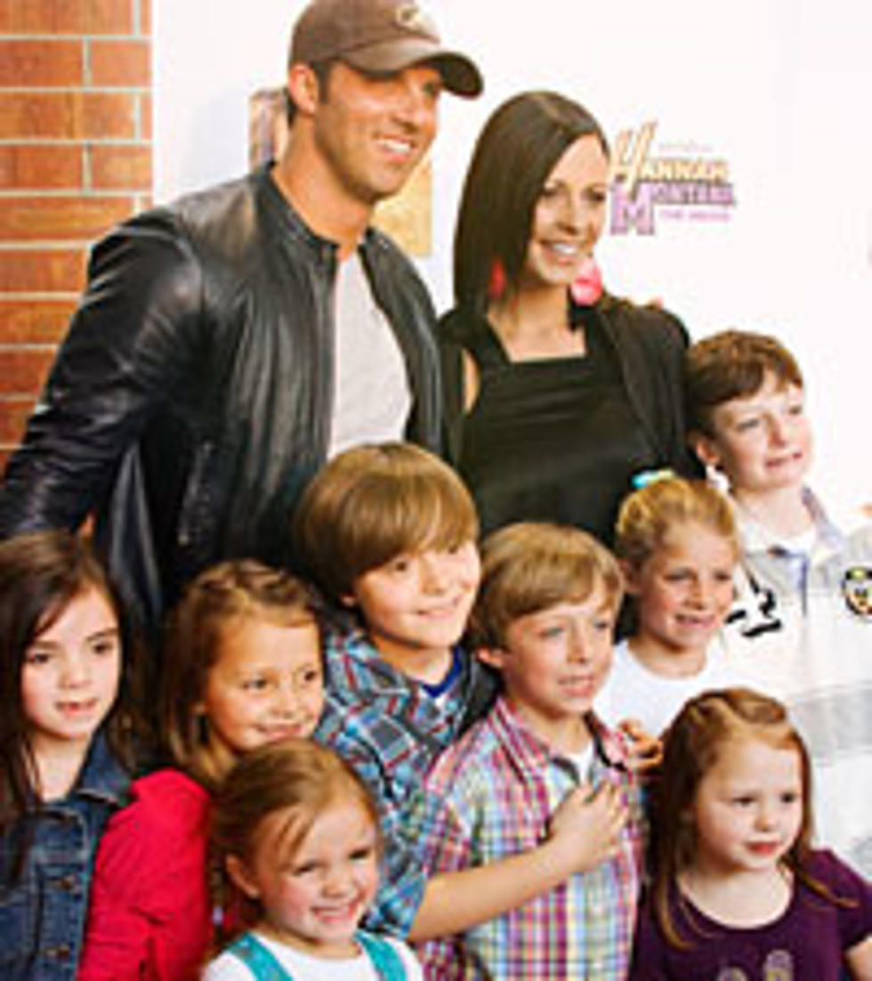 Sara evans and family enjoy a chaos filled halloween m4hsunfo