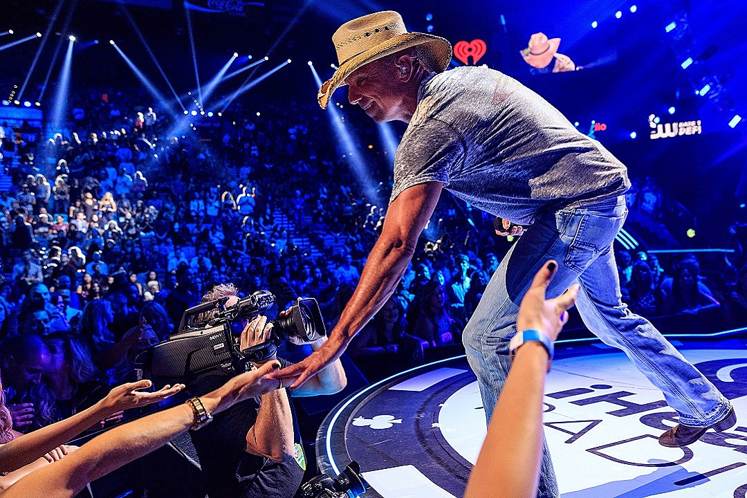 Story Behind The Song Kenny Chesney Somewhere With You