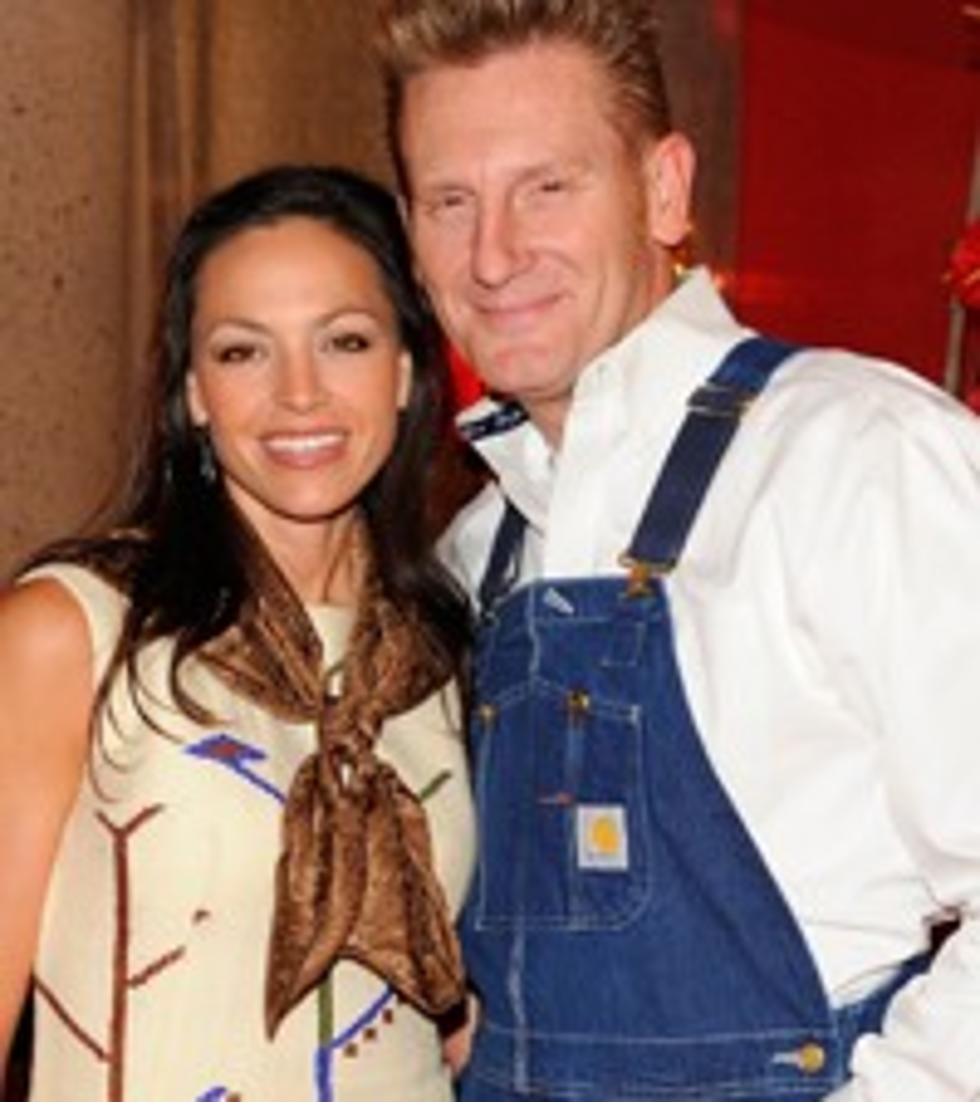 Joey + Rory Celebrate \'A Farmhouse Christmas\'