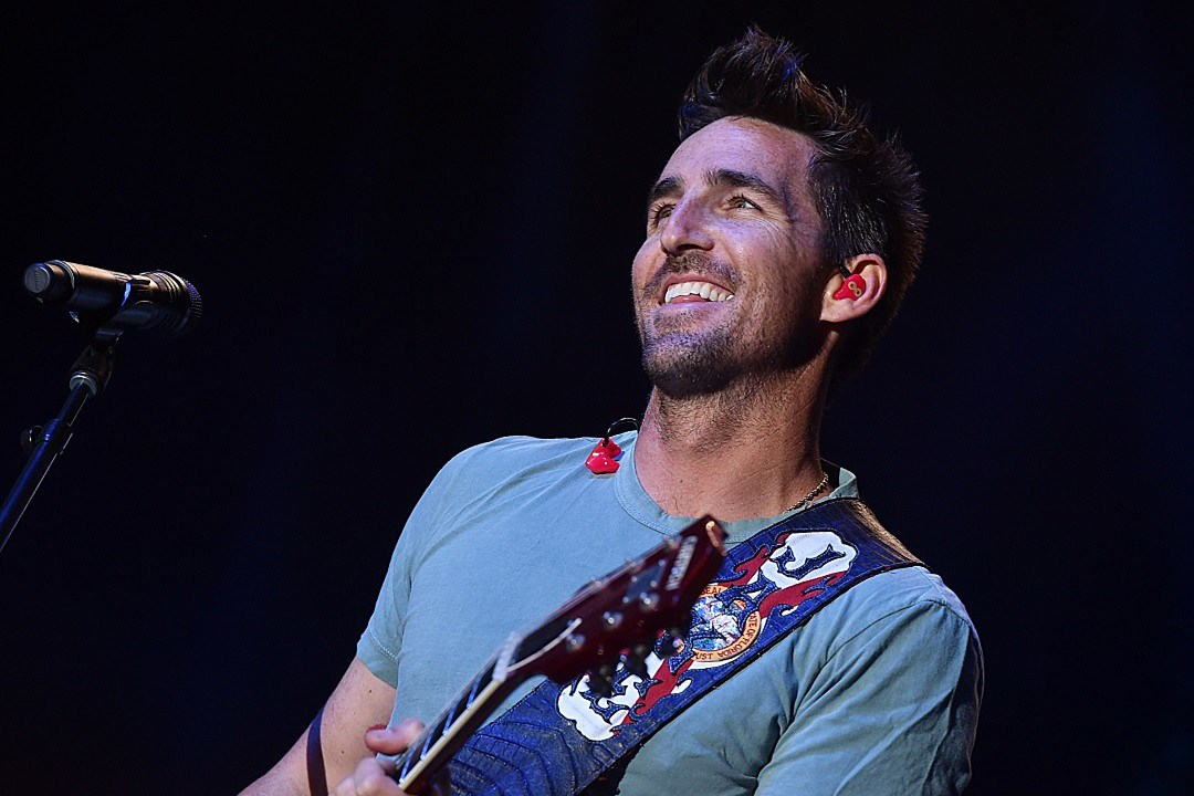 Story Behind the Song: Jake Owen, 'Alone With You'