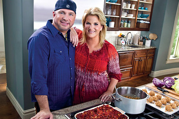 Garth Brooks Trisha Yearwood Couple Cook Together On S Southern Kitchen