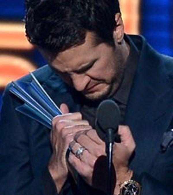 Luke Bryan Acm Entertainer Of The Year Win Evokes Tears Of