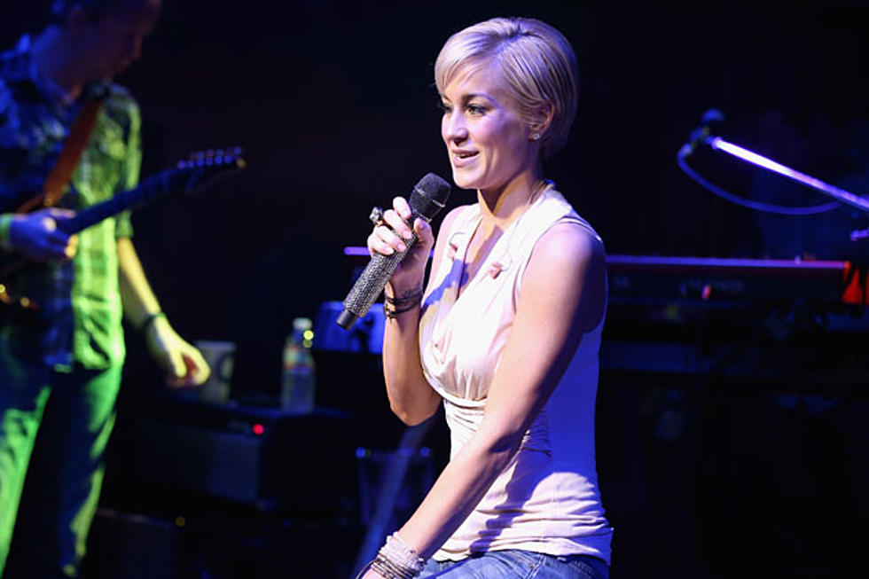 Kellie Pickler Records \'Fun and Sassy\' New Christmas Song