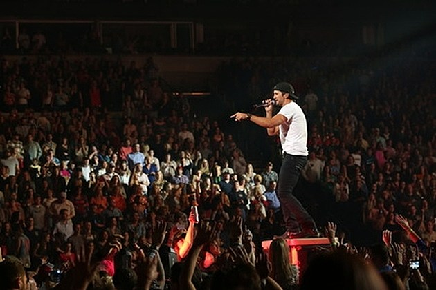 Luke Bryan Sells Out Madison Square Garden Adds Second Show