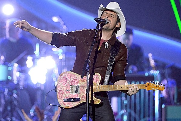 Brad paisley wins award performs at 2013 acas for How many kids does brad paisley have