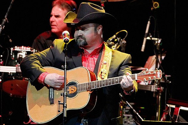 Daryle Singletary Wife Expecting Fourth Child