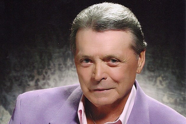mickey gilley interview country legend talks new tour room full of roses karaoke room full of roses tab