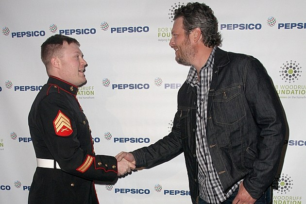 Blake Shelton and soldier