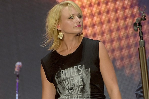 mixed curly hairstyles : Miranda Lambert Debuts Sassy, Even Shorter Hairdo