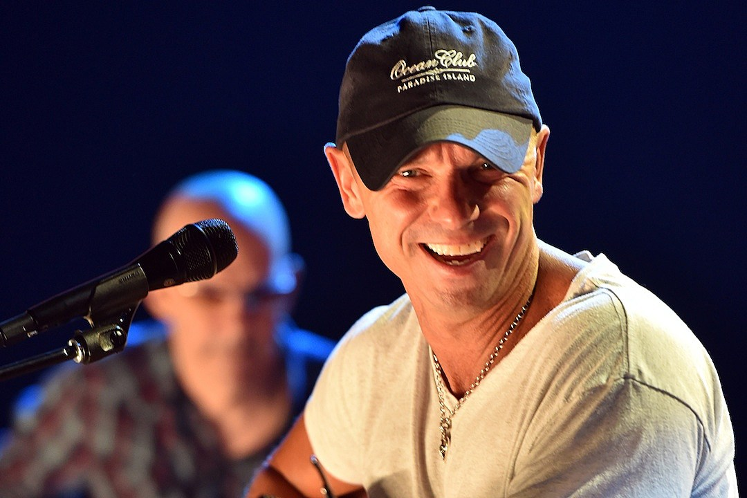 Kenny Chesney Announces \'Christmas in Blue Chair Bay\'
