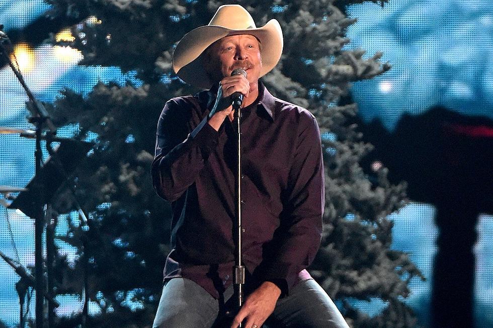 alan jackson performs winter wonderland and let it be christmas at 2014 cma country christmas - Alan Jackson Christmas