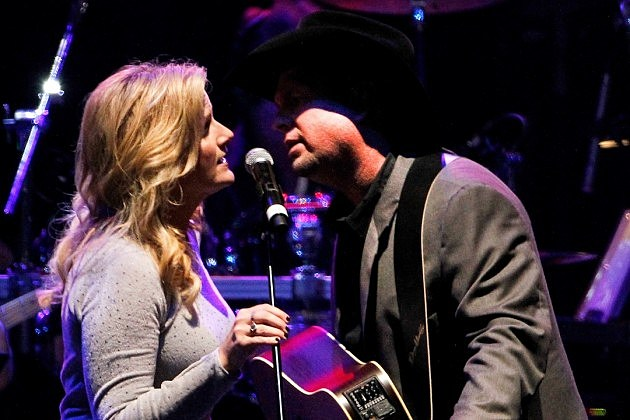 Garth brooks trisha yearwood country love stories for Garth brooks married to trisha yearwood