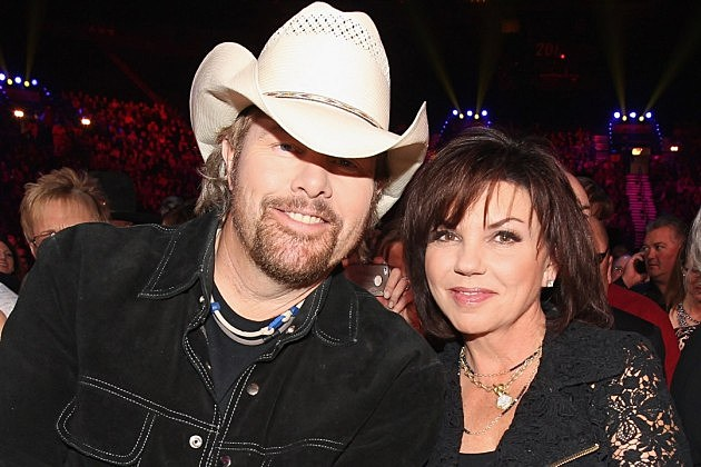 Toby Keith Marries Tricia Lucus