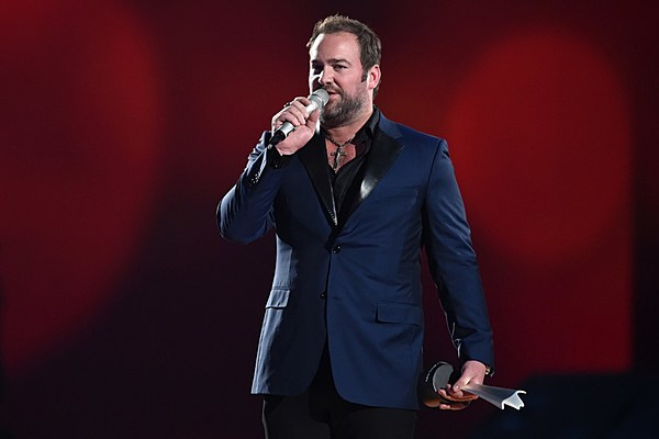 Lee Brice Wins Single Record Of The Year At 2015 ACMs