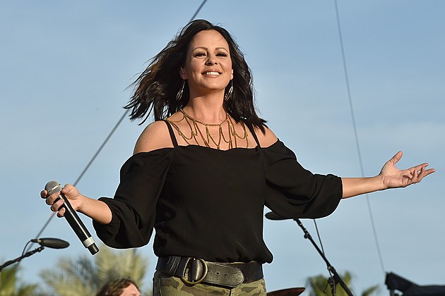 Sara Evans responds to Keith Hill comments