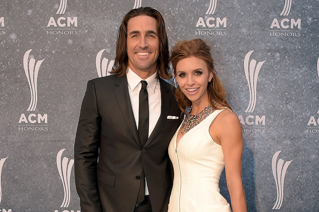 Jake owen admits he and wife lacey are having a hard time m4hsunfo