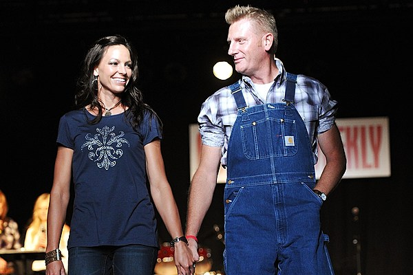 Are Joey and Rory married from the band Joey + Rory?