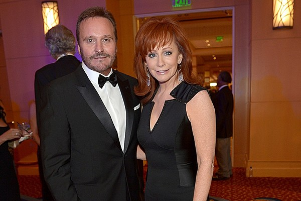 A reba mcentire and narvel blackstock relationship timeline for Who is reba mcentire married to now