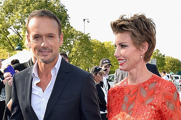 Tim mcgraw and faith hill wed for What happened to luke bryans sister