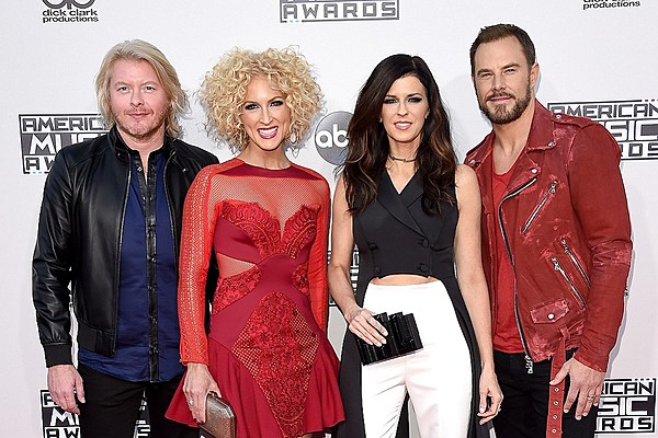 Country Stars Shine at the 2015 American Music Awards