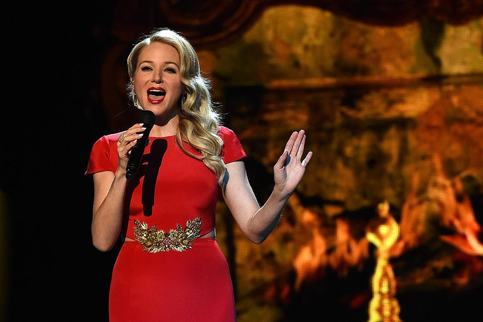 jewel sings the christmas song sleigh ride at cma country christmas 2015 watch - Cma Country Christmas 2015