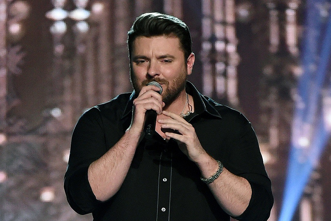 Chris Young: 'I Got Everything I Wanted' on 'It Must Be Christmas'