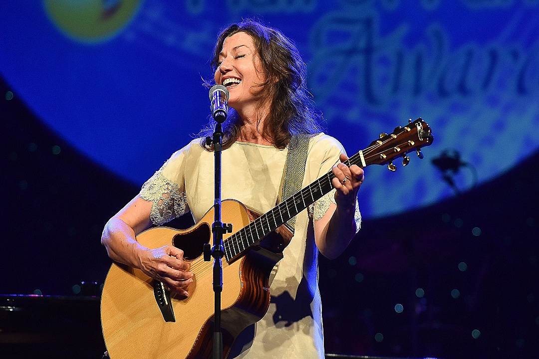 amy grant plans tennessee christmas album release