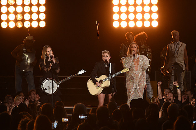 Beyonce Dixie Chicks 2016 CMA Awards