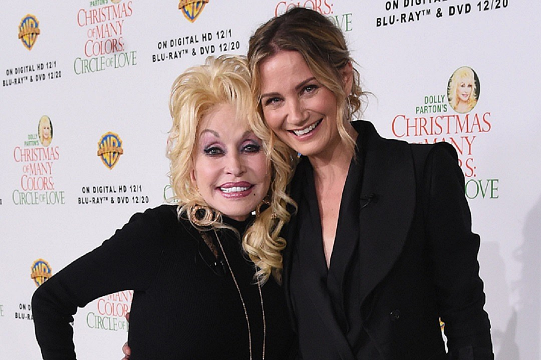 Parton, Nettles Hope \'Christmas of Many Colors\' Connects Families