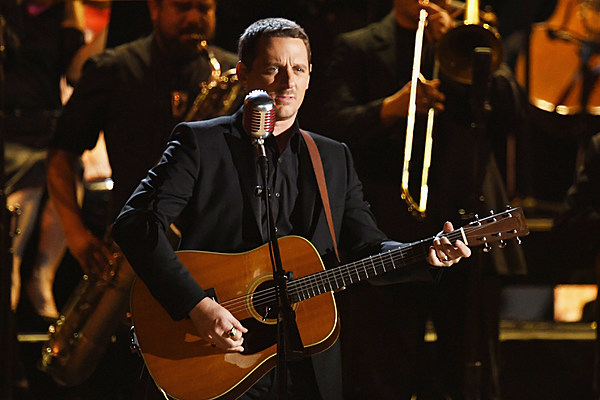 Sturgill simpson performs 39 all around you 39 at the 2017 Sturgill simpson grammy performance