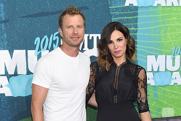 Dierks Bentley S Wife Running 2017 Boston Marathon For Charity