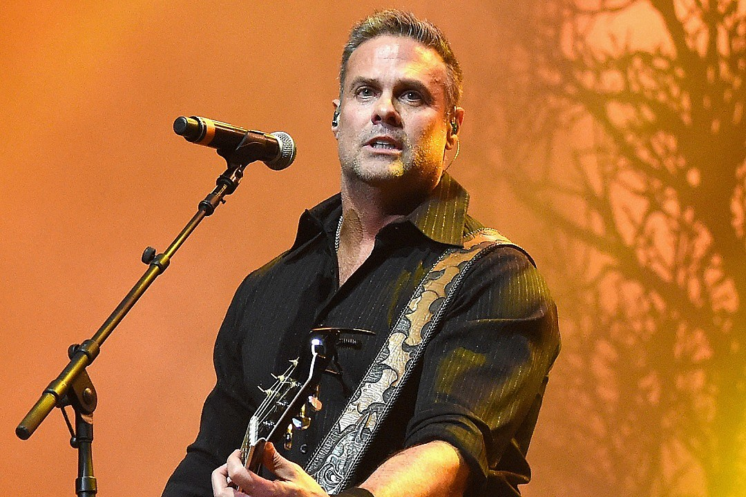 Chris Stapleton pays tribute to Troy Gentry at Cincinnati show