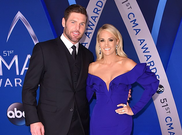 Carrie Underwood Mike Fisher 2017 CMA Awards