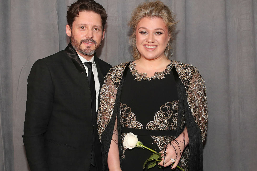 Is kelly clarkson dating brandon blackstock