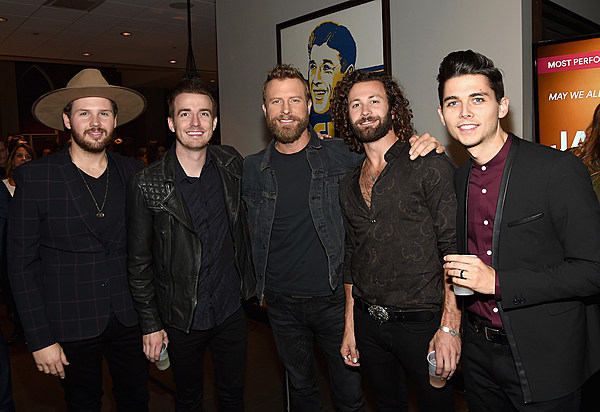 Lanco Talk Touring With Mentors Chris Young Dierks Bentley
