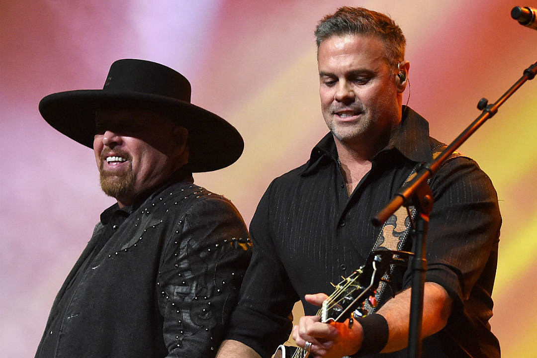 montgomery gentrys drink along song video is ode to good times - Montgomery Gentry Merry Christmas From The Family