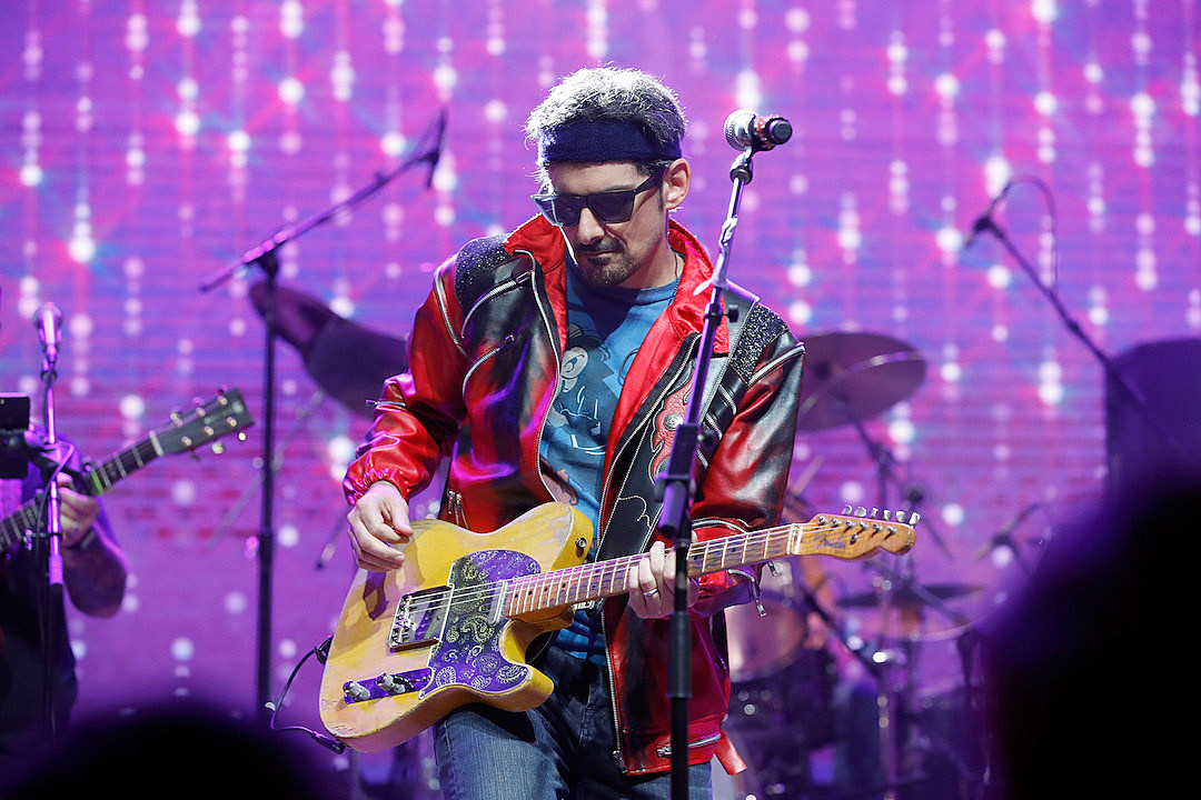 Brad Paisley Rocks Hot For Teacher With Will Ferrell Watch