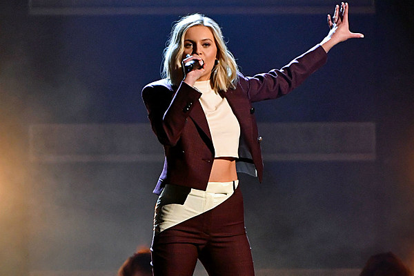 Kelsea Ballerini Delivers High-Power 'Miss Me More' at 2018 CMA Awards